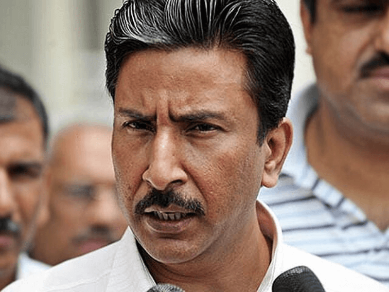 Salim Malik deserves fair chances as coach