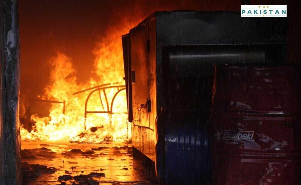 Fire engulfs Lahore's Hafeez Centre
