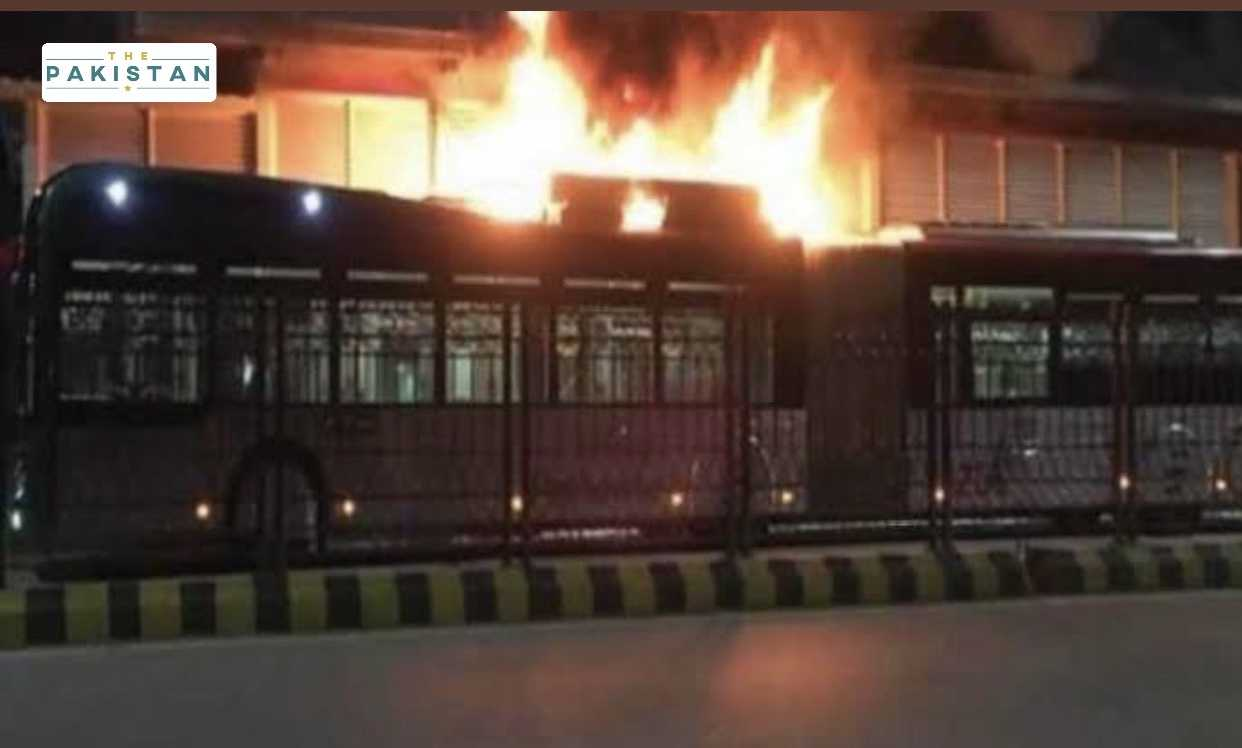 Another bus falters one day after BRT Peshawar resumed