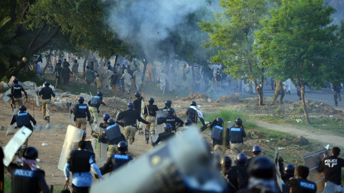 protesters-clash-in-islamabad