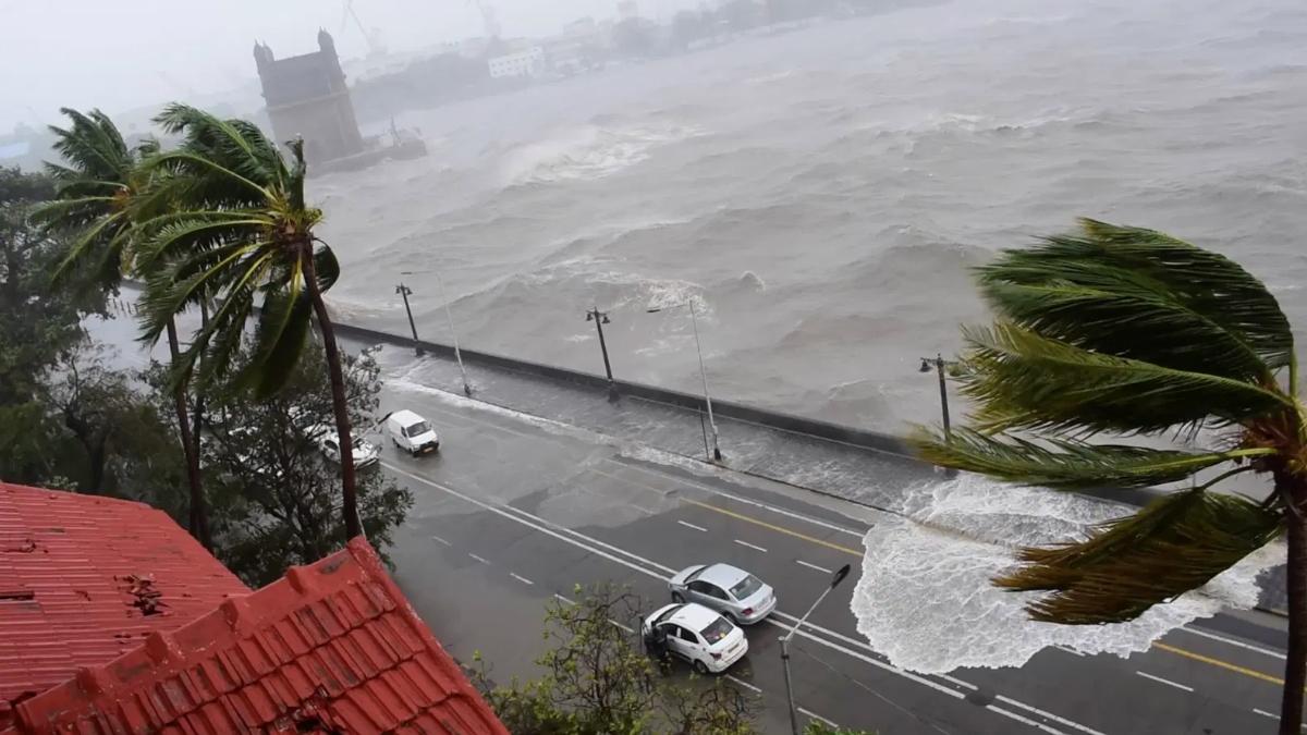Cyclone Tauktae scares Karachi leaving 5 dead