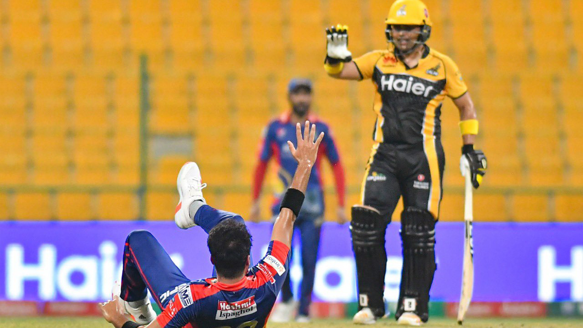 Zazai's knock helps Peshawar stay afloat in PSL