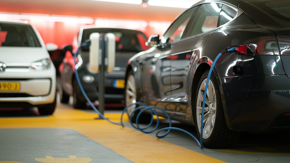Headline Pakistan to see electric cars in this month