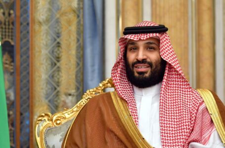 Saudi Arabia allows shops to remain open during prayers